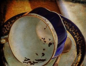 Гадание на чае очень похоже на гадание на кофейной гуще.  И там.